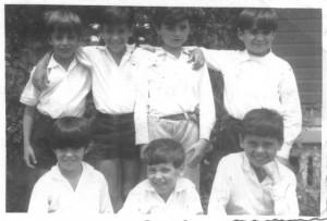 Flavio (in basso al centro) alla scuola elementare